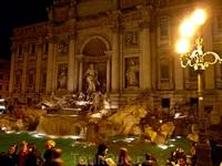 Рим можно назвать одним из самых «фонтанных» городов мира – здесь их около 280. Летом вся Италия страдает от жары, а Рим и все его четырехмиллионное население еще и о того, что здесь негде искупаться.
