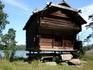 Деревянная постройка, экспонат музея Сеурасаари, привезённый сюда с севера Финляндии.