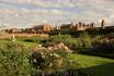 Hampton Court Palace. Вид из розового сада. А какие дивные там ароматы!!!!
