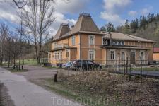 Дом собраний был спроектирован архитектором Вальдемаром Аспелином (Waldemar Aspelin) в стиле ренессанс в конце XIX в. и построен совместными усилиями местных ...