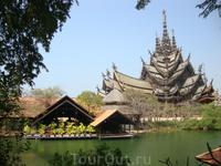 храм ИСТИНЫ-весь из дерева