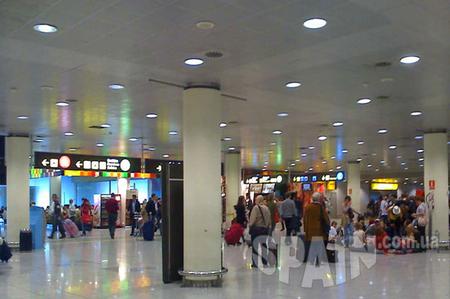 240 рейсов и 30.000 пассажиров AENA планирует, что в первый день работы нового терминала Т1 аэропорта Барселоны...