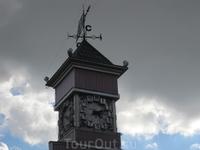 старинные часы на Советской площади