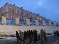 На храмовой горе. В этом здании до революции размещались местные архиереи. Что находится сейчас ...? В общем забыла!