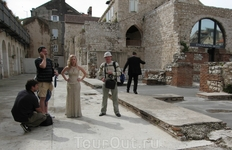 Руссо туристо с права возле невесты