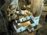 Макет монастырских храмов