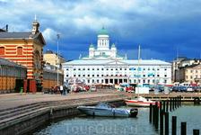 Вид с торговой площади на главный Хельсингский храм, что расположен на сенатской площади.