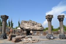 Храм был построен в 643-653 годах армянским зодчим Ованнесом в эпоху двадцатилетнего правления католикоса Нерсеса III Строителя. Судя по тому, что фундамент ...