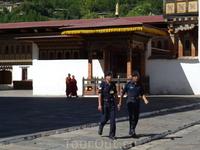 """Бутан. внушительный Траши-Чхо-Дзонг (""""Крепость благословенной религии"""", XIX-XX вв.) - символ и гордость столицы"""