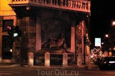 Улица четырёх фонтанов. Один из них ночью...
