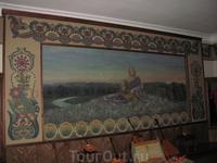 Занавес. Картина нарисована Малютиным (точнее, восстановлена несколько лет назад).