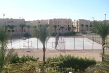 Территория отеля. Теннисный корт