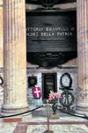 Пантеон. Могила первого короля Италии Эммануила. В Пантеоне захоронен также и Рафаэль.
