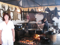 оз.Рица кафе стелизованное под местныедома абхазцев