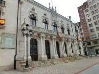 Palacio de la Capitanía, центральный военный штаб. В годы Гражданской войны здесь разместился командный пункт генерала Франко. Бургос, в отличие от Мадрида ...