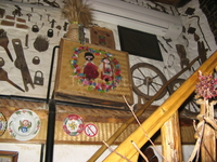 этот ресторан - музей-собрание предметов домашнего сельского быта