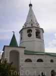 Суздальский Кремль. Напротив южного фасада собора в 1635 году была построена колокольня, завершённая высоким восьмигранным шатром. В конце XVII века на ...