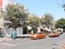 Вот такие оранжевые такси ездят по городу. Кстати, цвет машинки имеет значение, в каждом городе такси делятся на два вида: те, что ездят только по городу ...