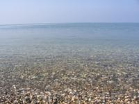 Море в Абхазии кристально чистое.