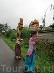 Местные красавицы готовяться к церемонии