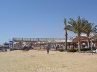 Пляж отеля Сфинкс аква парк в море сразу глубина 8м