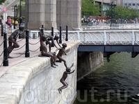 Скульптура «Первое поколение»
