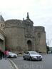 Большинство экскурсионных маршрутов в Толедо начинается с массивных ворот Puerta Nueva de la Bisagra. По-арабски - Баб Шагра. Это название и внушительные ...