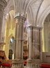 Колонны и своды собора. В глубине виднеется еще одно его украшение - прекрасный орган.