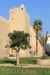 за этими стенами находится медина Сусса, находится под охраной ЮНЕСКО