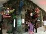 Ну, а вот данный ресторан «Дождевой лес» привлекает «милыми» оскалами «симпатишных» зверушек, главное и центральное место среди которых занимает одна особо ...