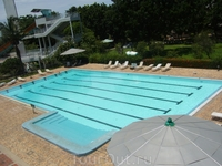 Бассейн отеля работает с 9.00 до 18.00. Вход только для проживающих в отеле. Бесплатные лежаки, полотенца. Глубина бассейна от 1,4 метра до 2,5 метра