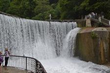 рукотоворный водопад