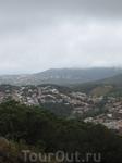 Это Бланес. А сзади... то что восхитило меня больше всего во время поездки. В пасмурную погоду тучи медленно ползут по холмам Коста Бравы и переваливаются ...