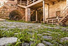 Внутренний двор монастыря возле мельницы. Образца артиллерии.