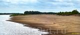 Перья песчаных кос — привычные для Ахтубы очертания берегов. Словно гребешком они причесывают «белохолмистые» воды.