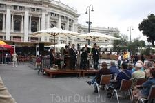 На Ратушной площади.