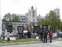 Палаточный городок постоянно сществует на Площади парламнтариев.  То ли пацифисты, то ли бомжи.