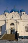 В 14.00 мы выехали из Владимира и отправились в Суздаль, по пути решив заехать в Боголюбово и посмотреть Свято-Боголюбский монастырь.