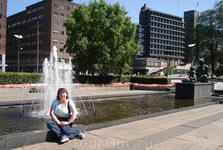 У фонтана расположенного  напротив Ратуши
