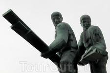 Памятник в парке «Горы пожарной вышки» или парке «Палоторнинвуори»