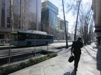 Улица Вали Аср-самая длинная улица Тегерана.