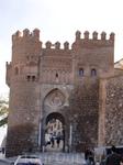 """Толедо. Пуэрта дель Соль (Ворота Солнца), построенные в XIV в. как боковая башня и обеспечивали сообщение между """"Рабадом"""" и """"Мединой"""""""