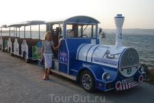 Болгария/Солнечный берег. По всему побережью курсируют вот такие симпатичные паровозики. А еще повозки с лошадьми