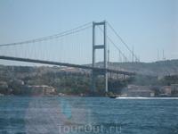 Мост через Босфор соединяет азиатскую часть с европейской частью Стамбула_Ататюркский мост, который ежедневно перевозит около 200. 000 транспорта, 600 ...