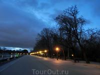 Тур начинался в 7-45 утра, в парке кроме нас никого не было. Тишина, прозрачный воздух и застывшее в воздухе ожидание чуда - встречи нового дня.
