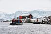 Высадка на моторных лодках Зодиак к научной станции