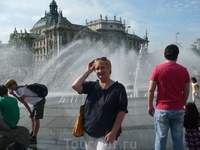 Пора на выход!площадь  Карлсплац,фонтан в честь композитора Рихарда Штрауса,жившего в Мюнхене.