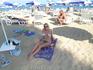 Такой вот пляж) Зонтики и лежаки платные - мы экономили на лежакаххххх