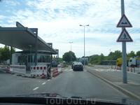 Пограничный переход Швейцария-Франция. Сейчас, естественно, не действует. Хотя по сегодняшним реалиям он еще европейцам пригодится )