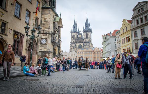 И вот опять вернулись в Прагу. Узнаете?! Староместская. Мои фотографии были немного не попорядку (за что извиняюсь), Прагу уже включал, когда рассказывал о Крумлове. Теперь можно продолжить...